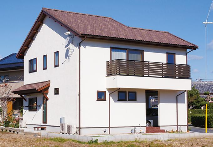Casa(カーサ)【デザイン住宅、自然素材、省エネ】塗り壁の温かみが伝わり、シンプルで落ち着いた配色の外観