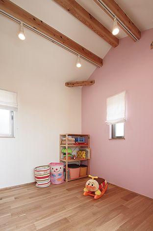 Casa(カーサ)【収納力、趣味、自然素材】傾斜天井が広さを演出