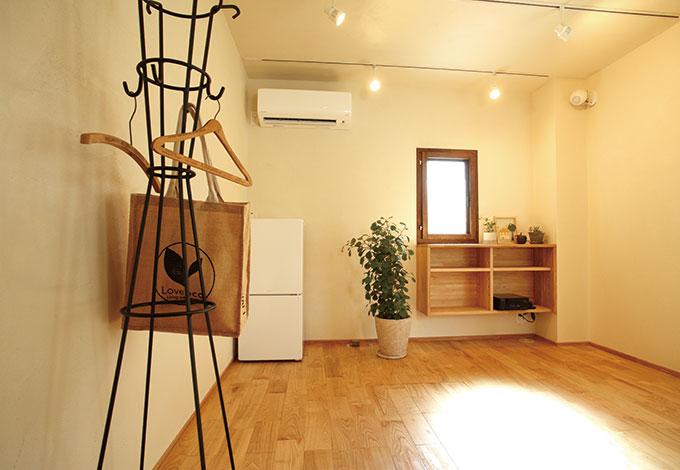 Casa(カーサ)【二世帯住宅、自然素材、間取り】奥さまの夢が詰まった空間。旦那さまは奥さまの夢を叶えるため、住居部分の間取りを徹底追求。限られたスペースをいかに居心地よく、使い勝手のいい空間にするか、家族の夢と暮らし心地を第一に考えたA邸を象徴する場所に