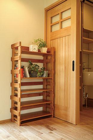 Casa(カーサ)【二世帯住宅、自然素材、間取り】家の随所にある家具はサイズを合わせて造ったカーサの造作品