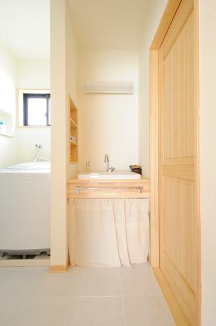 Casa(カーサ)【収納力、自然素材、間取り】奥様の夢を叶えたナチュラルなオリジナル洗面台