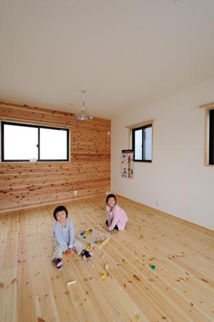 Casa(カーサ)【収納力、自然素材、間取り】木の香りに癒される子ども部屋の床はパイン、壁板は杉を使用
