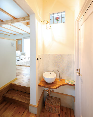 Casa(カーサ)【デザイン住宅、自然素材、間取り】丸い洗面ボウルを中心に可愛らしく演出された空間