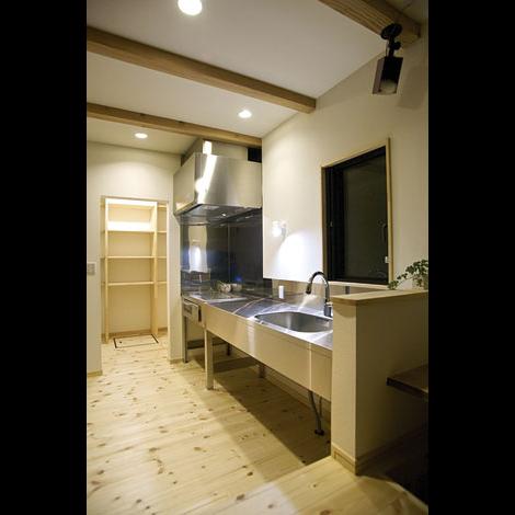 Casa(カーサ)【趣味、自然素材、省エネ】機能的なステンレスのキッチンはCasaからの提案