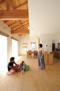 光と風が気持ちいいナチュラルな住み心地の家