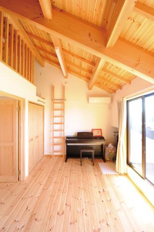 Casa(カーサ)【収納力、趣味、自然素材】ロフト付きの子ども部屋はセパレートも可能。居心地が良くて引きこもらないように、あえて狭くした