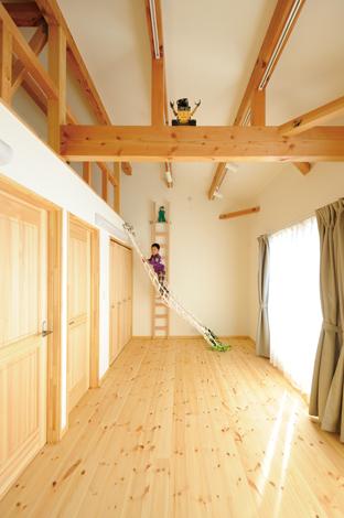 Casa(カーサ)【子育て、趣味、自然素材】特注のネットを設置した子ども部屋。成長に応じて2部屋にセパレートできる