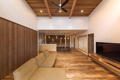 暮らしやすさと自然の快適さを兼ね備えた平屋の家