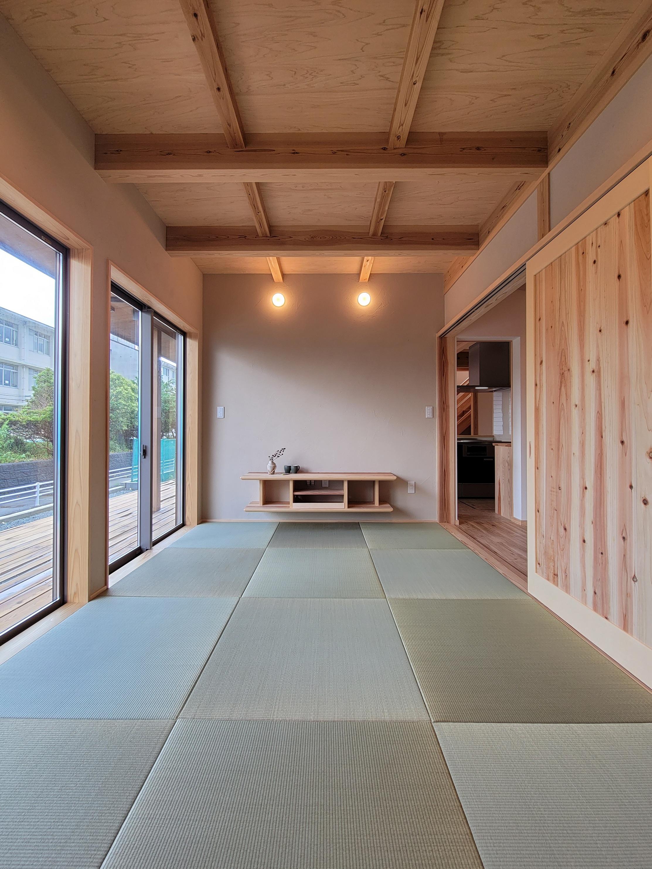 お茶薫る珪藻土で仕上げた和室/造り付け家具のTV台