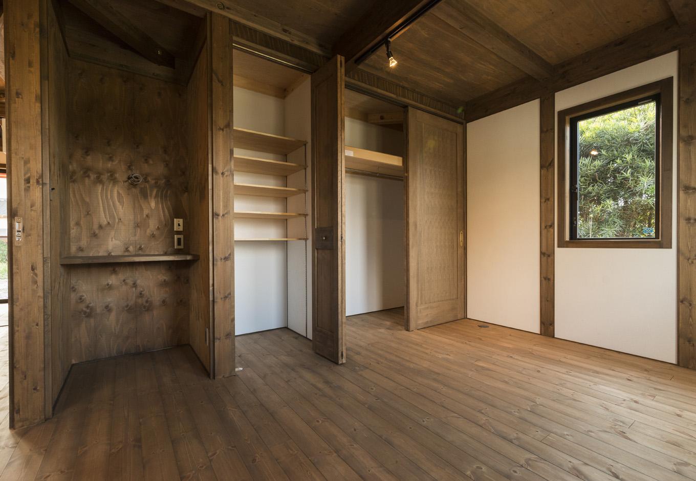 BinO志太・榛原 マルジン総建【趣味、自然素材、平屋】『シンプルに暮らす』余計なものは取り払いつつ、収納スペースとパソコンスペースはしっかり確保。パソコンスペースはご主人の大切な居場所