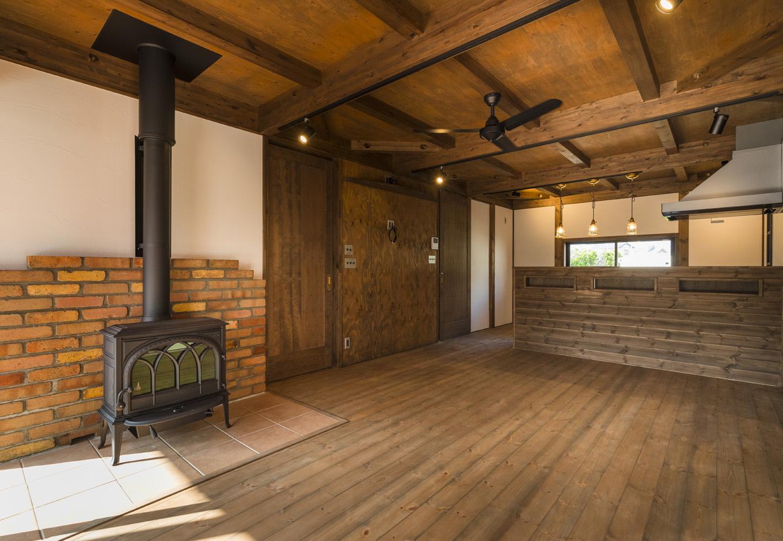 BinO志太・榛原 マルジン総建【趣味、自然素材、平屋】床や壁は無垢の木や自然素材をふんだんに使用。漂う木の香りに癒やされる