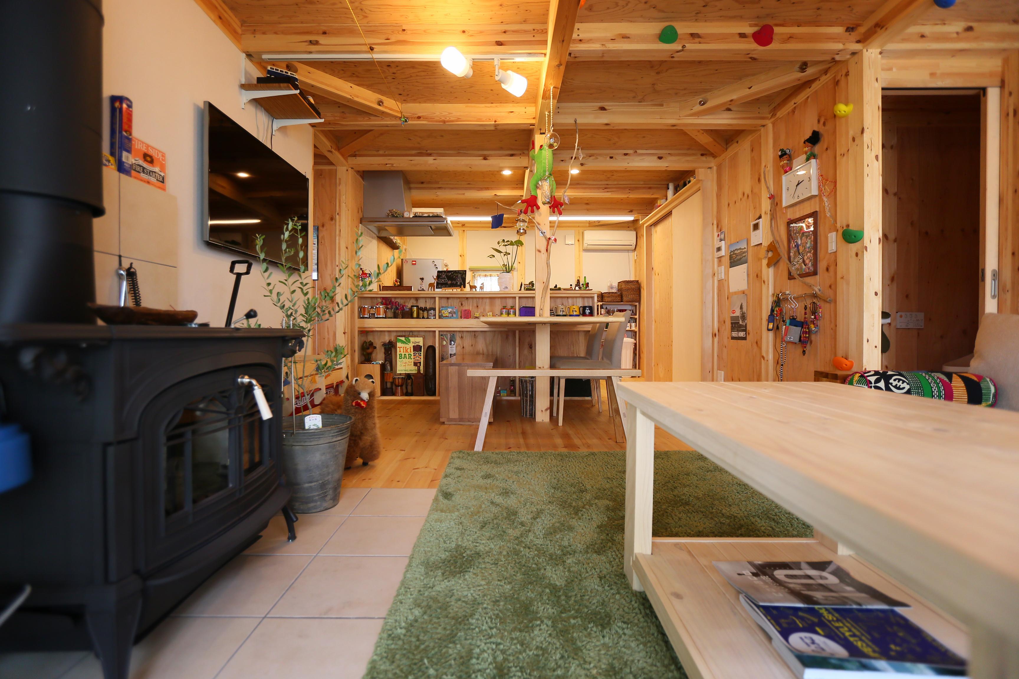 BinO志太・榛原 マルジン総建【子育て、自然素材、平屋】無垢材を全面に使用した空間は、ちょっとした小物もインテリアとして冴える