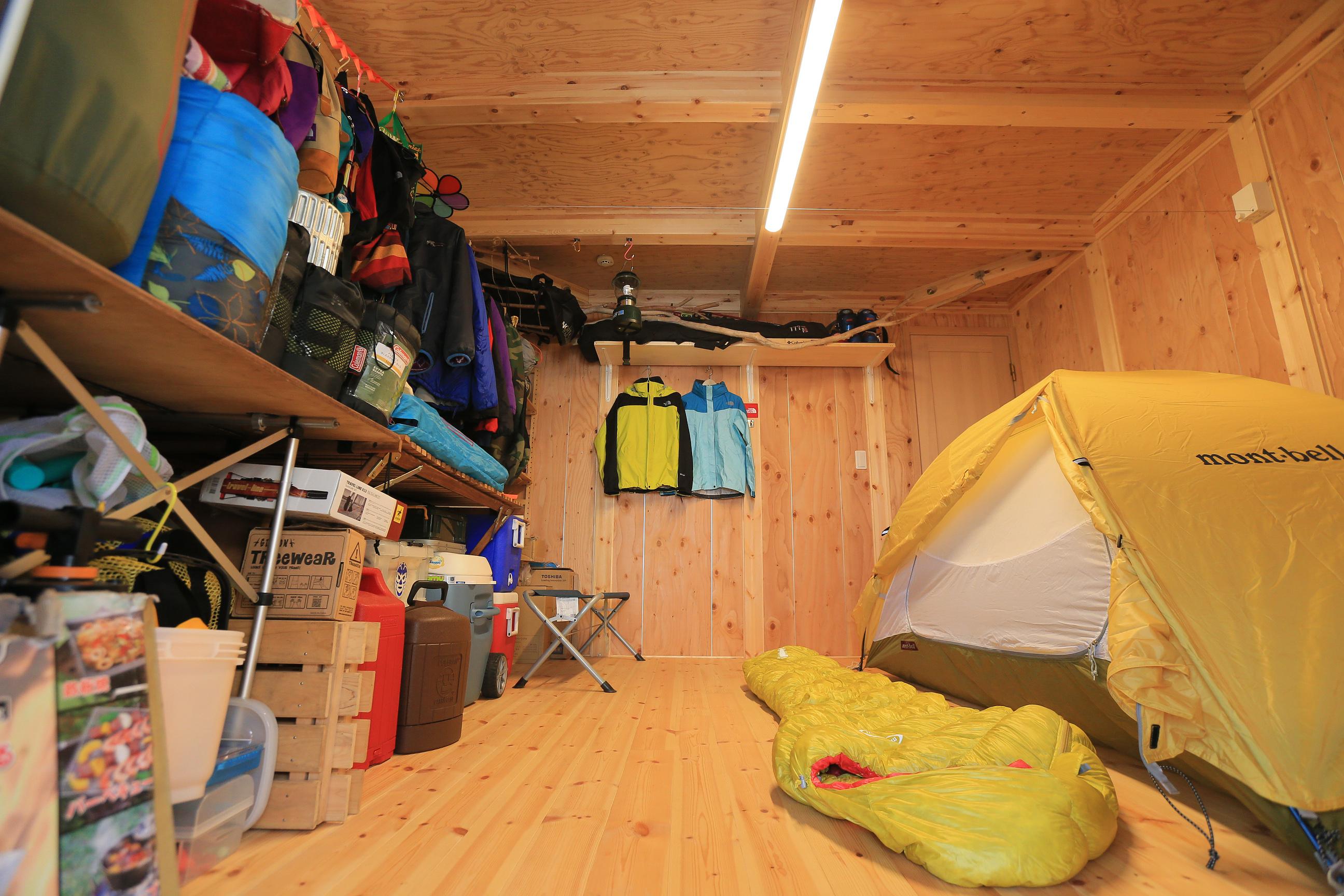 BinO志太・榛原 マルジン総建【子育て、自然素材、平屋】ご家族の趣味であるアウトドア関連の物がたくさんつまった収納スペース。テントが張れるほどの大空間