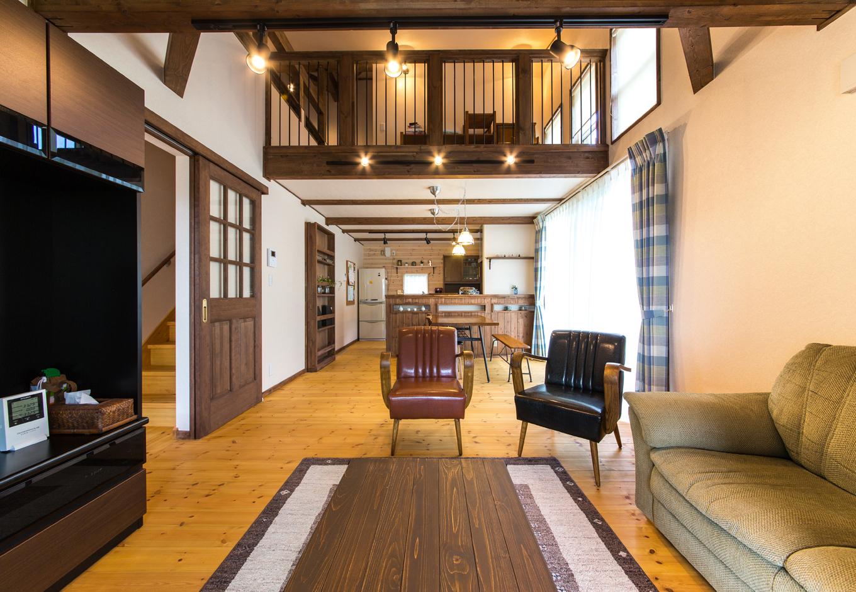 BinO志太・榛原 マルジン総建【子育て、自然素材、間取り】大きく開けたリビング。大きすぎずちょうどいい2階まで一つの大きな空間として家族が集う場だ