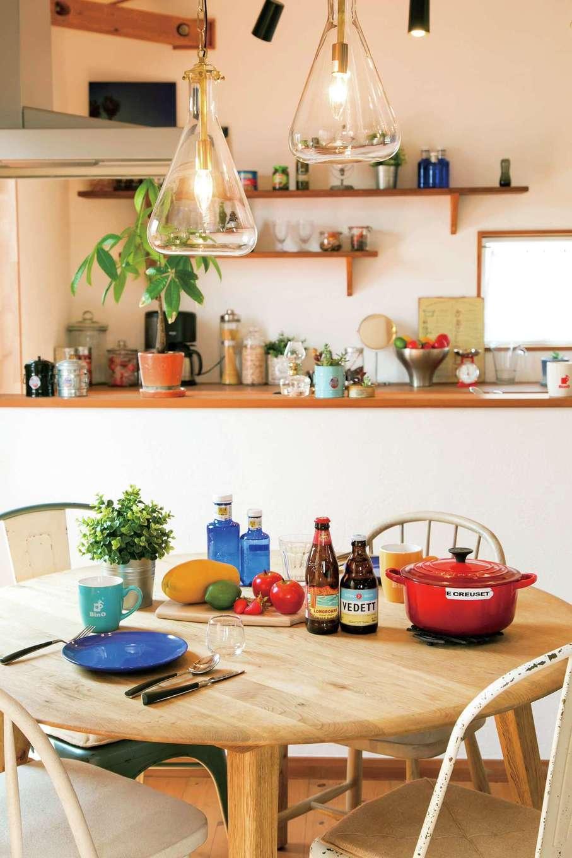 BinO志太・榛原 マルジン総建【島田市井口1357・モデルハウス】キッチン背面の棚は、見せる収納に。使い勝手も見栄えも考えられている