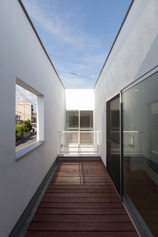 ソラマド静岡(オネストホーム)【デザイン住宅、狭小住宅、建築家】空に向かって開いた大きな窓があるように、開放感いっぱいのソラマドの家。ソラマドの家は日の光、風、自然の恩恵を受けること