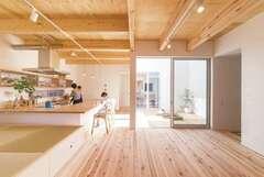 空とつながる開放的な暮らしを実現 「空窓」のある家