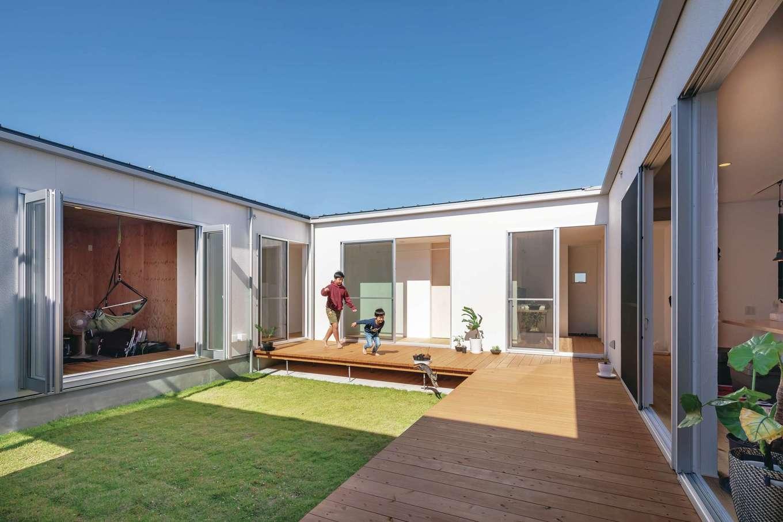 ソラマド静岡(オネストホーム)【デザイン住宅、間取り、平屋】中庭を囲む回廊のある間取り。外からの視線を気にすることなく、プライベートな時間が過ごせる。家族がLDKや趣味室にそれぞれいても、お互いが見えるので安心