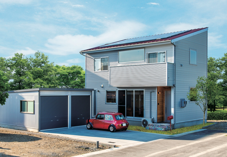 ホームプラザ大東【デザイン住宅、趣味、インテリア】イメージは世田谷ベース。愛車とポストの赤がシルバーの外壁に映える