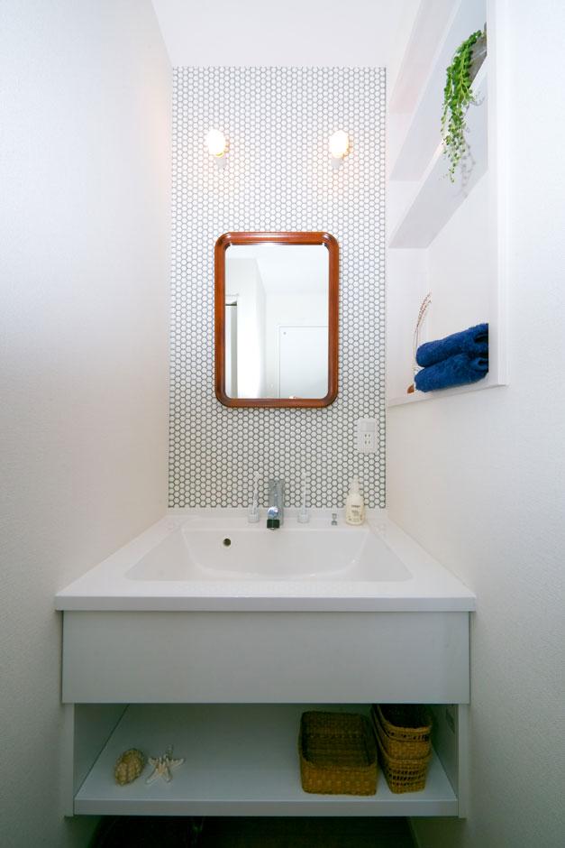 ホームプラザ大東|既製品にアレンジを加え、機能性とオリジナリティを兼ね備えた洗面