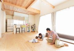 無垢の素材で赤ちゃんがのびのび育つ家