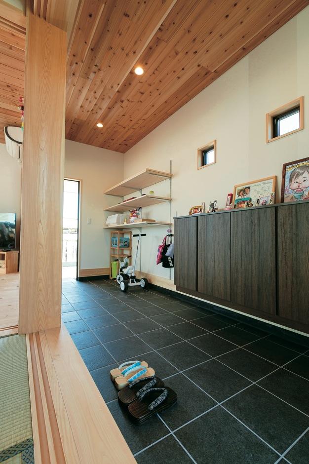 福工房【子育て、自然素材、間取り】どこかなつかしい通り土間は、玄関以上の役割を果たす