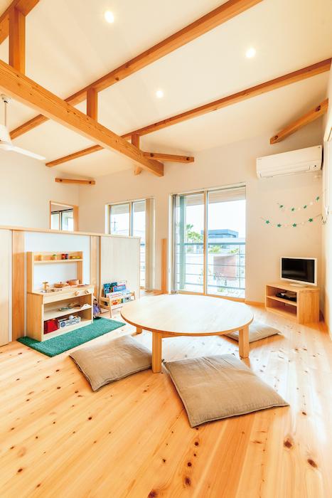 福工房【豊川市篠束町仲堀65-1・モデルハウス】吹き抜け続きの子ども部屋は、小さなうちは仕切らずフリースペースに。成長にあわせて間取りを変更できることも魅力