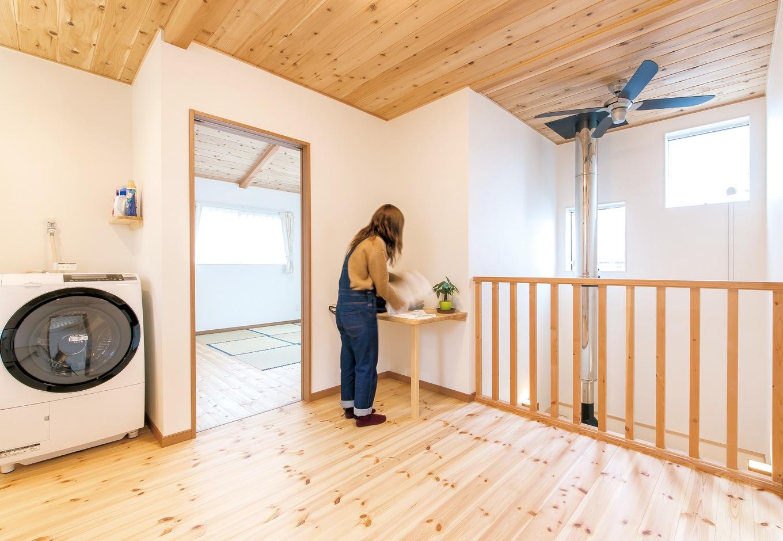 片山建設【自然素材、間取り、ガレージ】洗濯物は室内干しなので、洗濯機を2階へ。そのままプレイルームに干せる