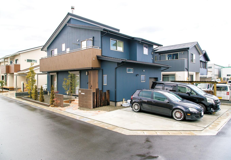 片山建設【自然素材、間取り、ガレージ】駐車スペースは十分に。