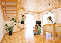 リビング階段も土間収納も 子どもの成長を見守るために