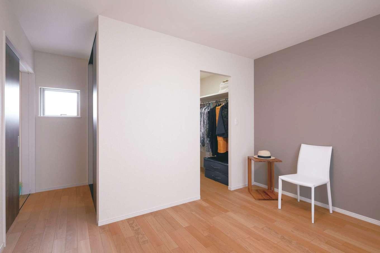 近藤建設工業【デザイン住宅、二世帯住宅、間取り】娘さんの寝室。収納の利便性にも配慮され、押し入れとウォークインが用意された