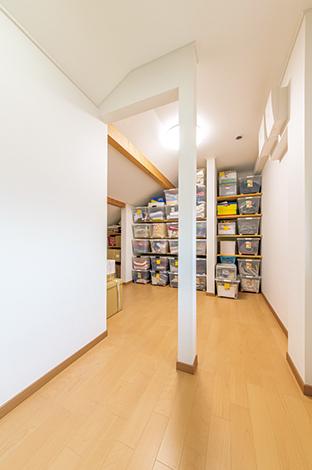 石上建設【収納力、省エネ、間取り】空間のデッドスペースを活用した収納。 季節ものをきれいに整頓できラクラク衣替え