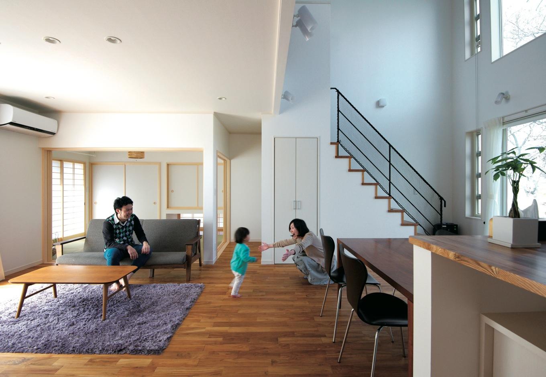 アキヤマ【デザイン住宅、子育て、省エネ】光と風が入るオープンなLDKで、家族がのびやかに暮らせる