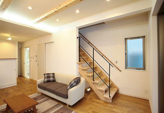 アキヤマ【収納力、自然素材、省エネ】リビング階段や間接照明がスタイリッシュな印象