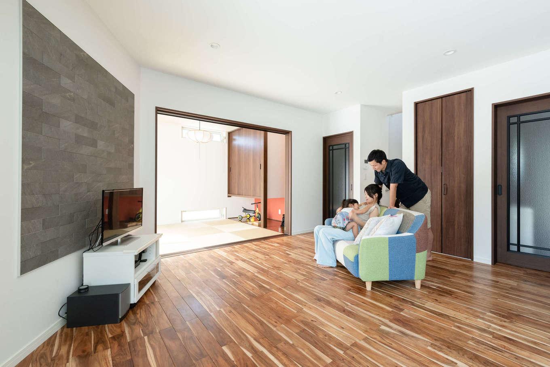 『アキヤマ』が得意とするSE構法により、木造住宅とは思ええないほどの大空間を実現。群馬の農家の広い家でおおらかに育ったご主人も、これだけ開放的なLDKができて満足している