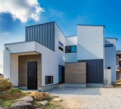 四角い箱を複雑に組み合わせた家
