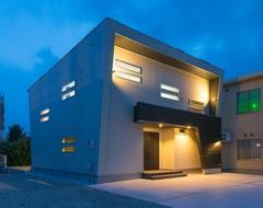 逆三角形の建物フォルム 斬新で洗練されたデザインハウス