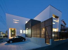シャープでスタイリッシュなデザイン住宅