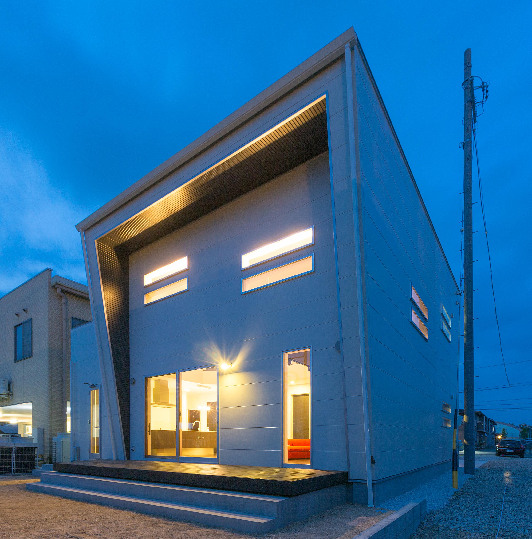 i.u.建築企画【デザイン住宅、建築家、インテリア】南面にはリビングから続く広いウッドデッキを