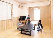 家族の暮らしやすさを大切に シンプルイズベストな木の家