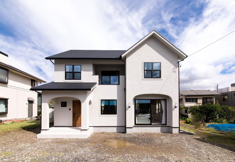フェアリーホーム【デザイン住宅、輸入住宅、インテリア】玄関ポーチとLDK側の外壁はアーチ状に