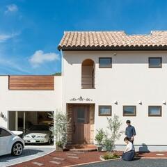 ☆モデルハウス公開中☆ 天然木と塗り壁で仕上げた「ガレージとパティオのある家」