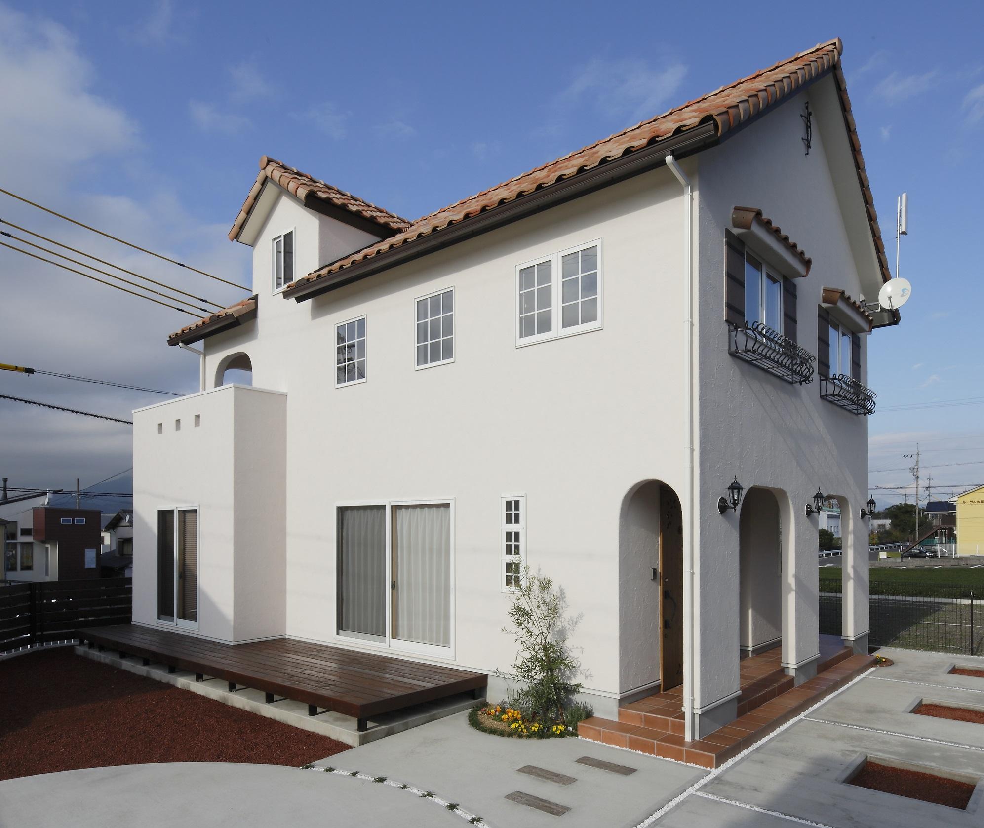 Dサポート【輸入住宅、二世帯住宅、自然素材】屋根のかわいい白い家。そんな希望が形になった