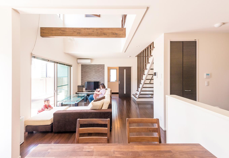 五朋建設【デザイン住宅、子育て、間取り】空間のアクセントにふさわしい、重厚感ある質感のデザイン。目に見えない湿気やリビングに残る生活臭を軽減し、快適な生活を造る優れもの