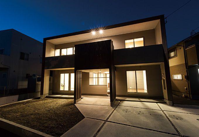五朋建設【デザイン住宅、間取り、建築家】灯りが点くと、別の顔を見せる外観