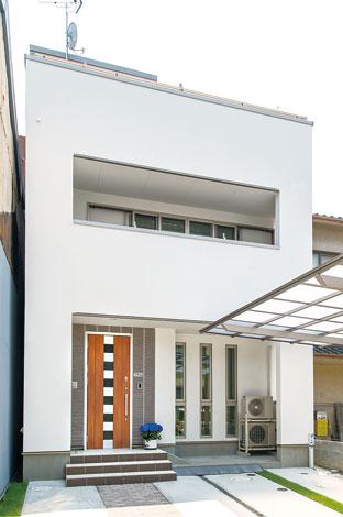 五朋建設【デザイン住宅、狭小住宅、屋上バルコニー】何度も色調整したという、ご主人こだわりの外壁