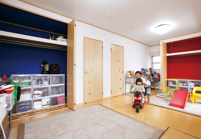 五朋建設【子育て、収納力、趣味】子ども部屋のクローゼットは、片づけが楽しくなるようカラフルに