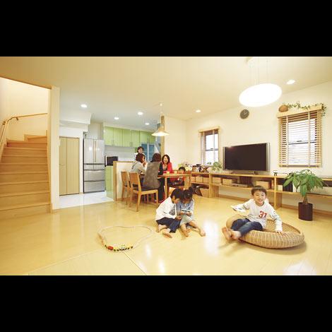 どの空間も贅沢にのびやか 二人の将来も包み込む家