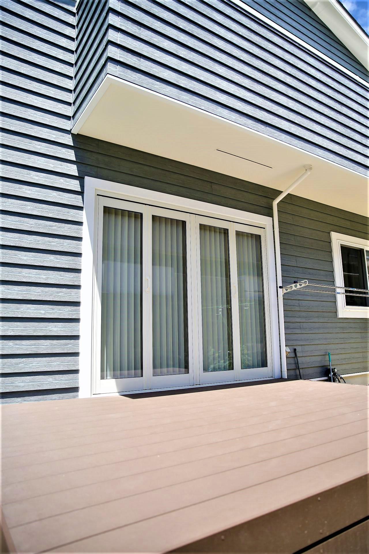 サンエフホーム【デザイン住宅、自然素材、インテリア】開放的なウッドデッキはアウトドアリビングとしてフル活用