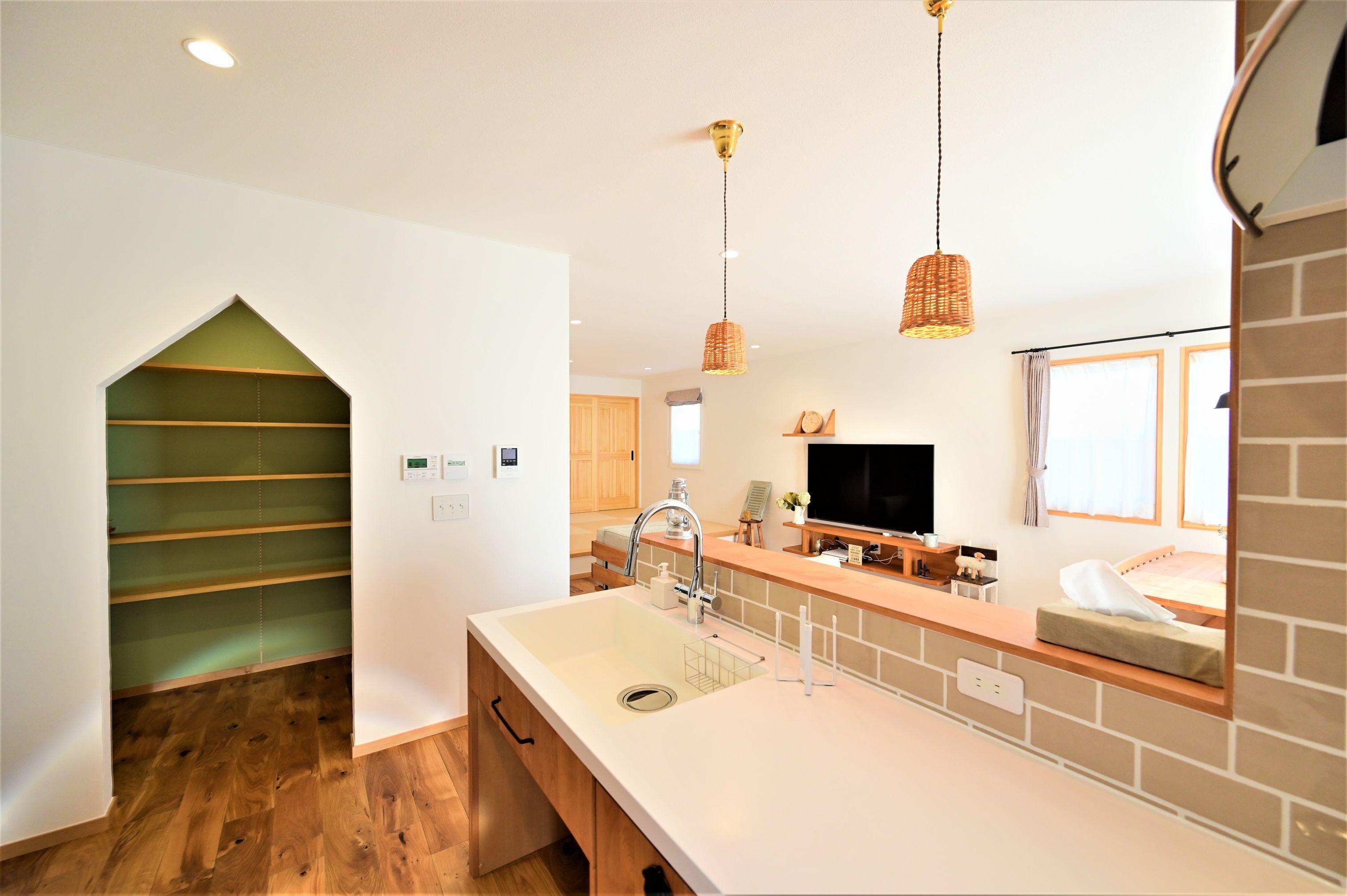 サンエフホーム【デザイン住宅、収納力、自然素材】パントリーの入り口も工夫でインテリアの一部になる